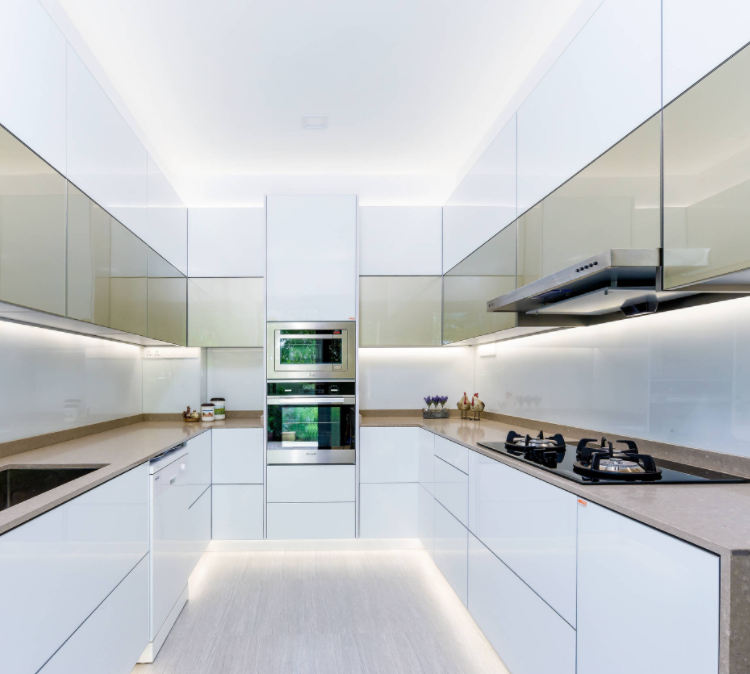 2017 kitchen trends, white kitchen with LED lights