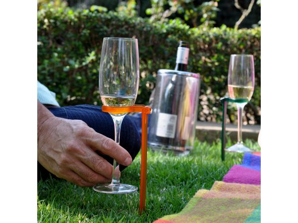 wine glass holders, outdoor entertaining